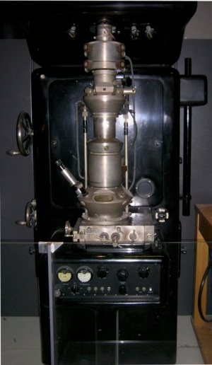 First Electron Microscope with Resolving Power Higher than that of a Light Microscope. Ernst Ruska, Berlin 1933 Wikipedia CC BY-SA 3.0, https://www.flickr.com/photos/93452909@N00/176059674
